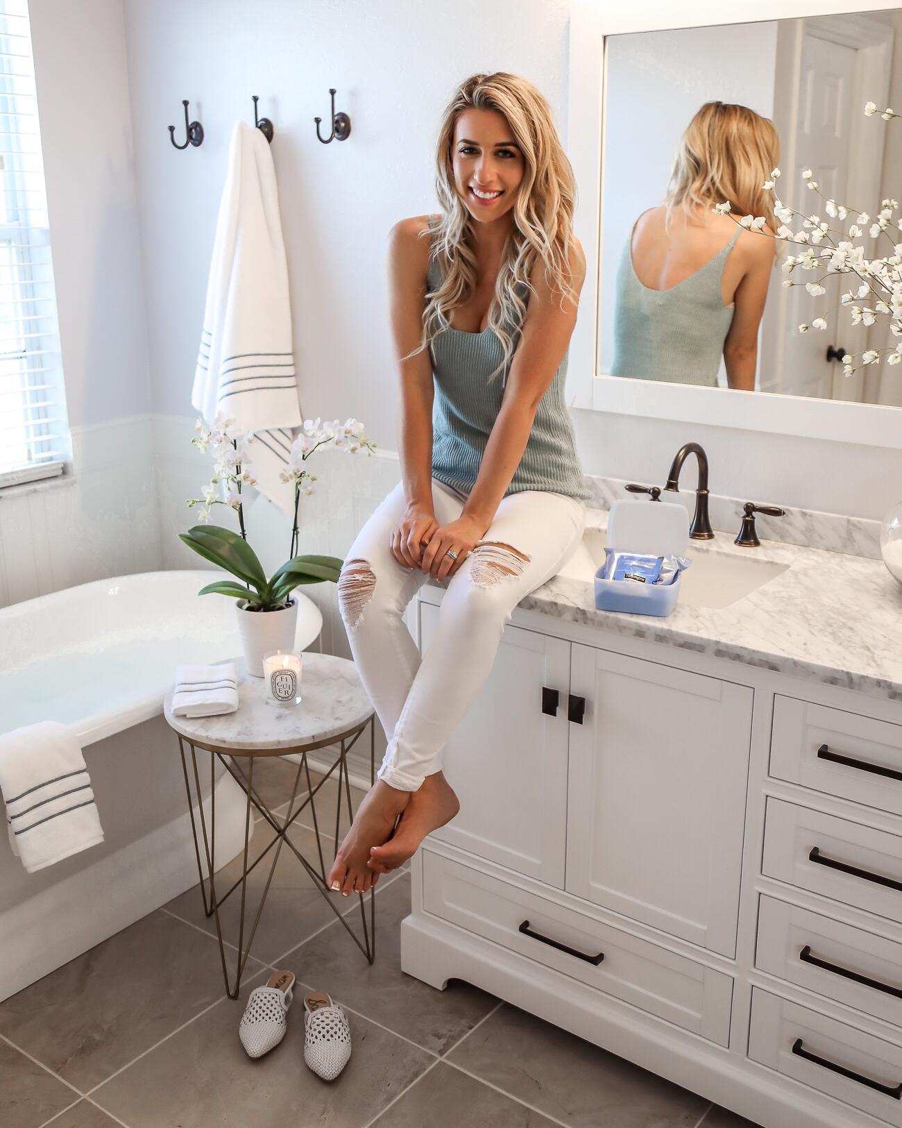 Neutrogena Makeup Remover Wipes White Marble Bathroom