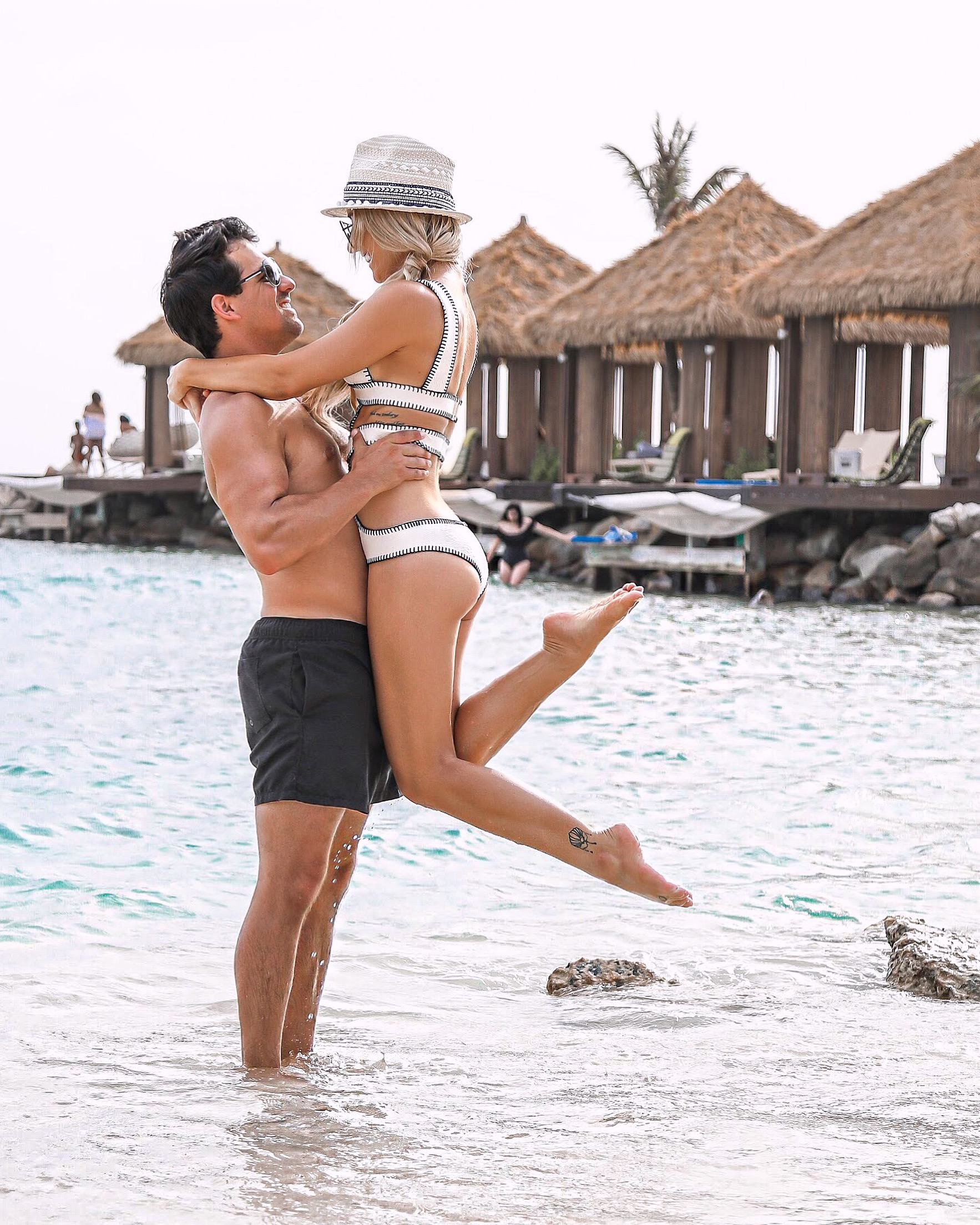 Aruba Travel Couple Picture Idea
