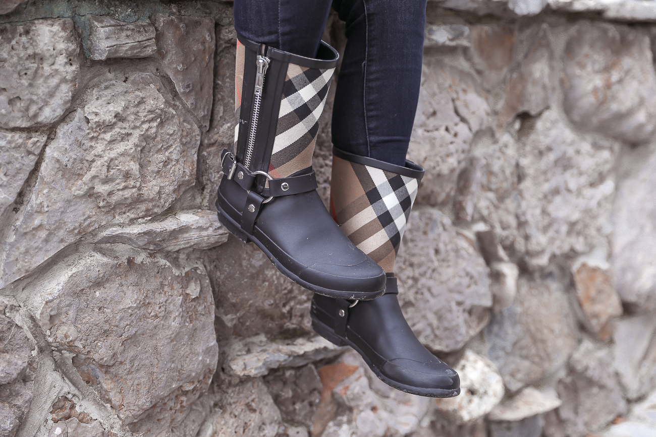 Democracy Jeans Classic Fall Outfit Burberry Rain boots PSL