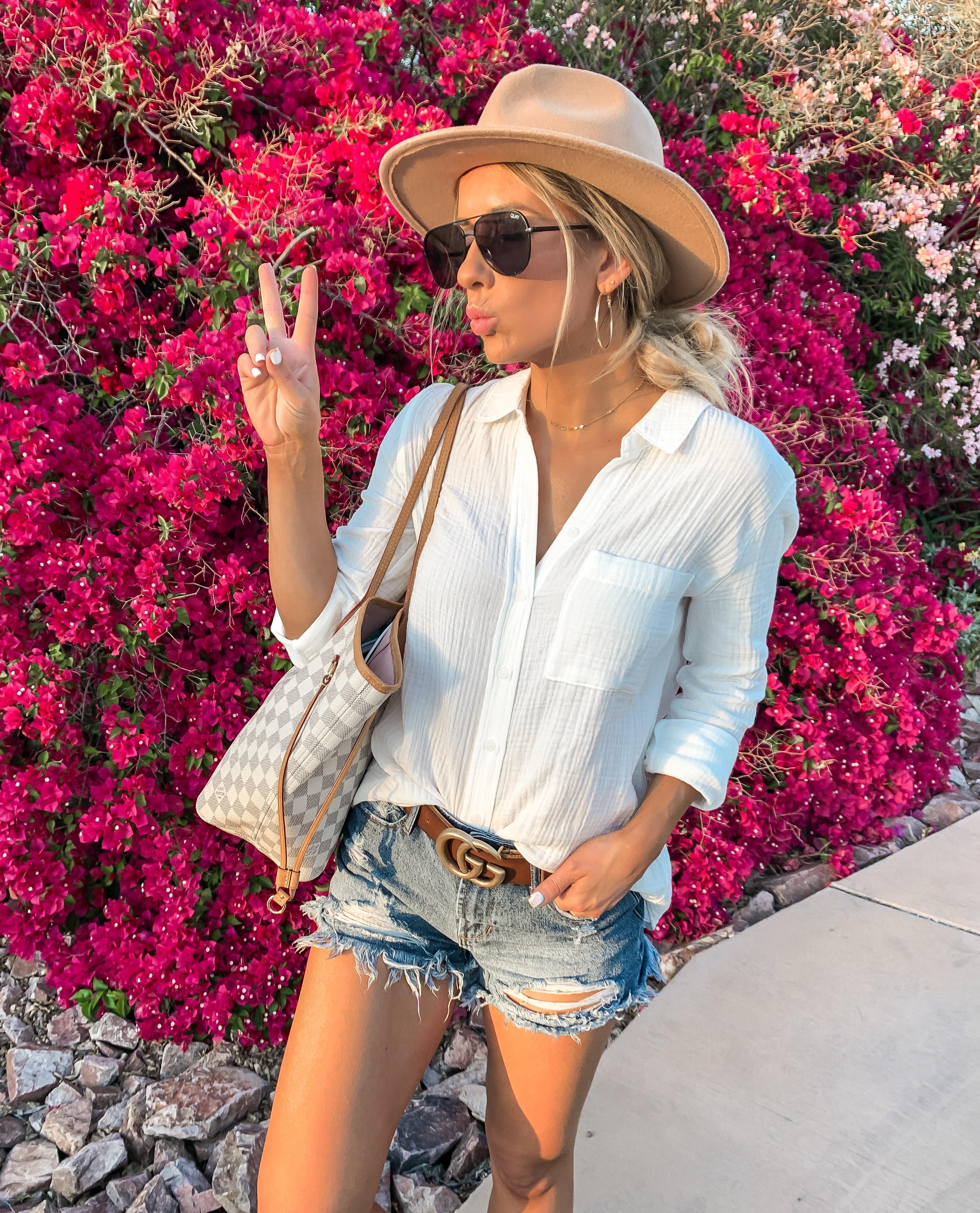 Casual comfy summer outfit idea Phoenix arizona white button down shirt cut off shorts brown gucci belt camel tan fedora hat Laura Beverlin 1