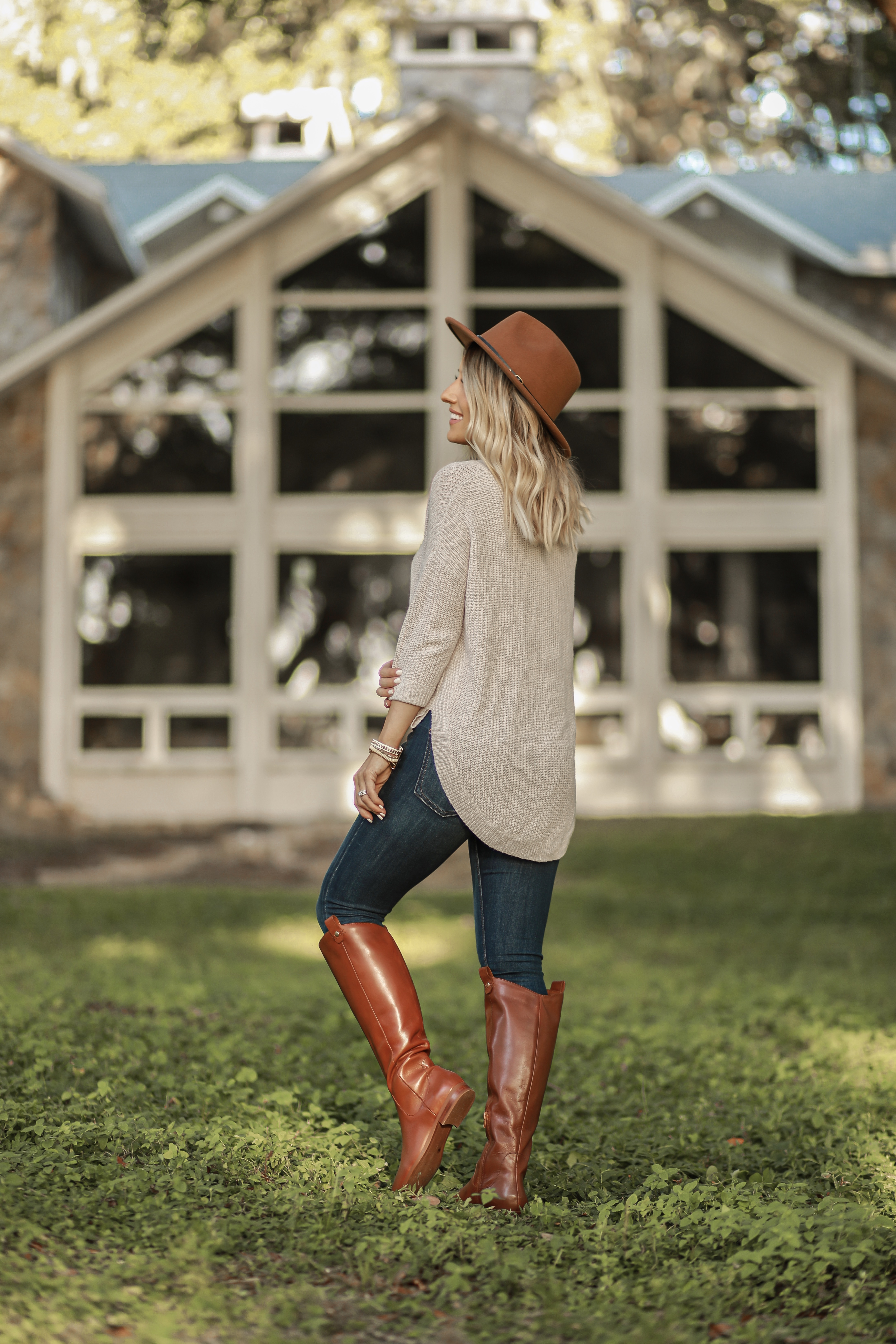 CLASSIC COMFY FALL OUFIT TUNIC SWEATER BROWN RIDING BOOTS LAURA BEVERLIN HOUSE4