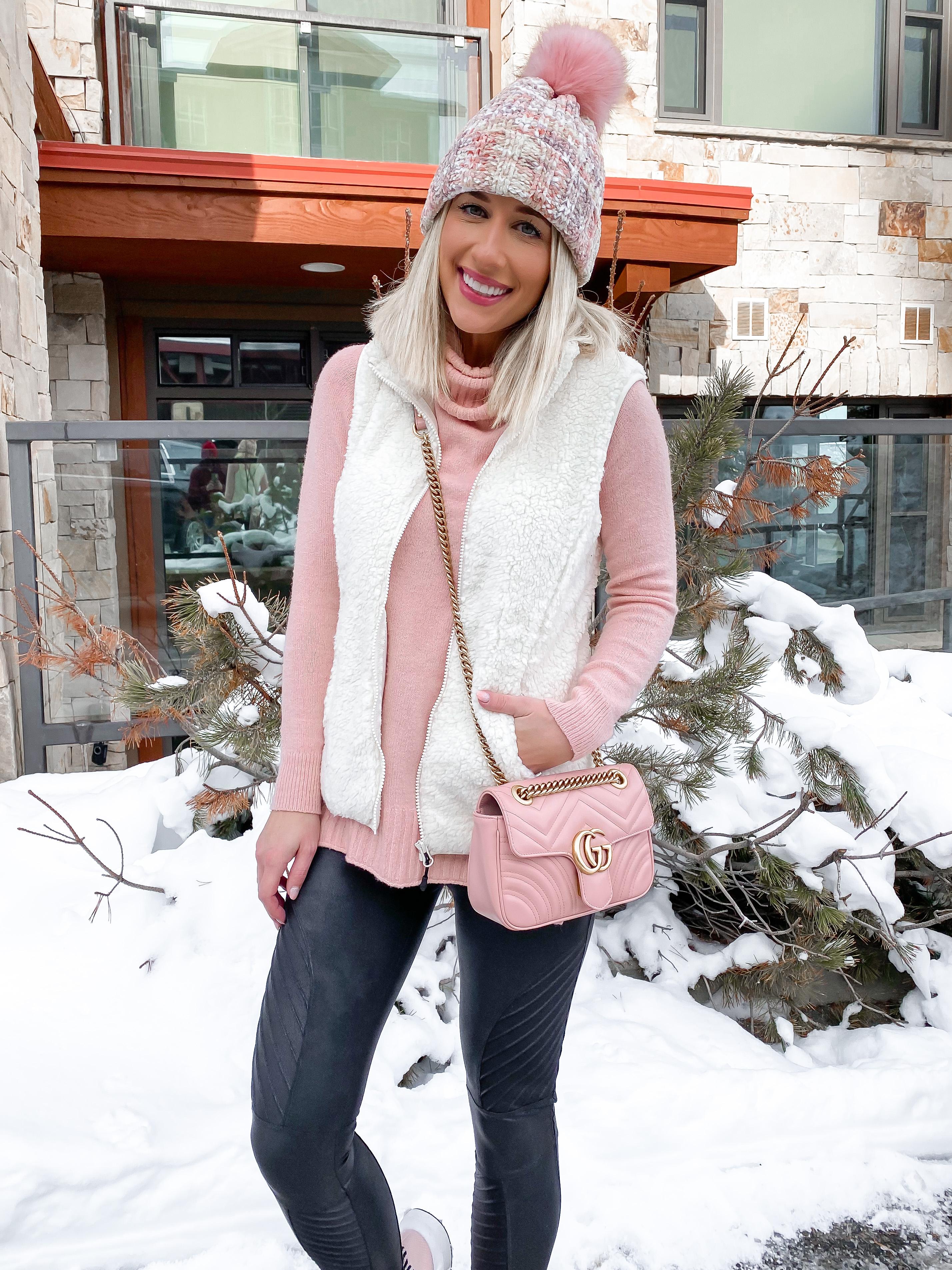 laura beverlin travel outfit park city utah