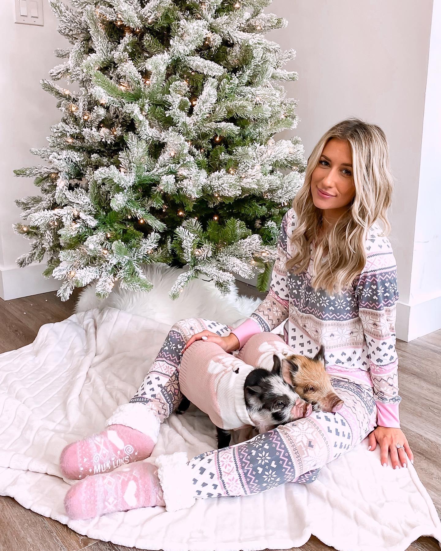 LAURA BEVERLIN BABY PIGS WALMART CHRISTMAS PAJAMAS CHRISTMAS GIFT IDEAS2
