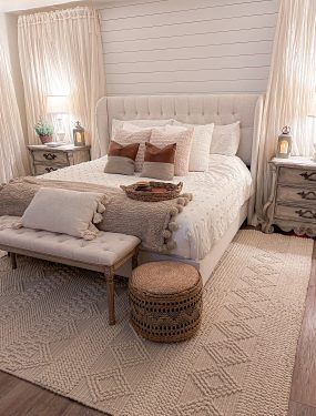 cozy neutral christmas bedroom Laura Beverlin0